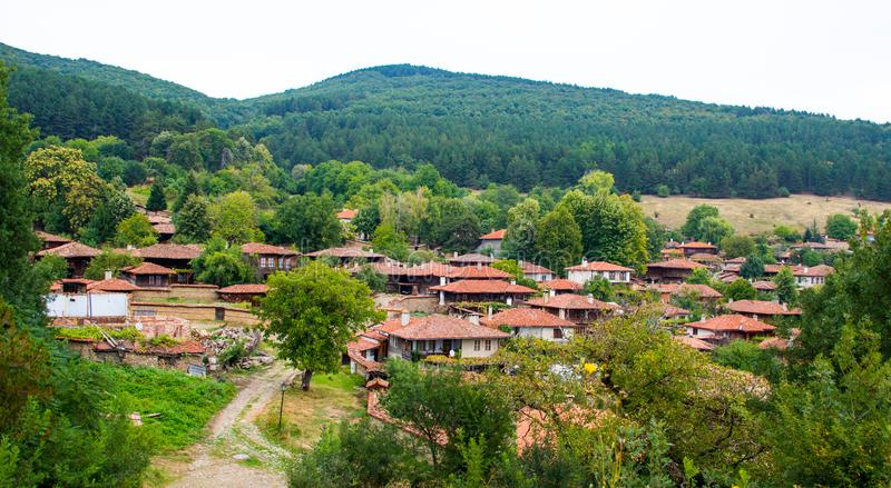 舒适小的村庄在Zheravna,保加利亚 库存照片
