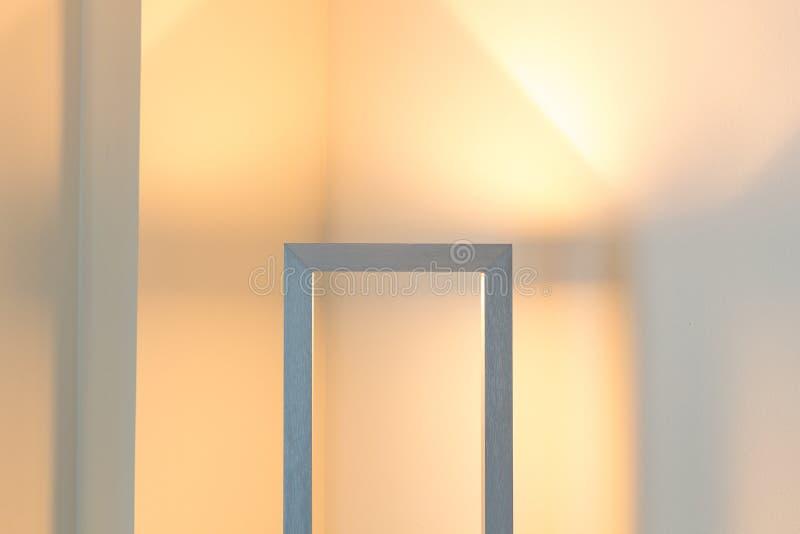 舒适现代光 内部真实状态光 免版税库存照片