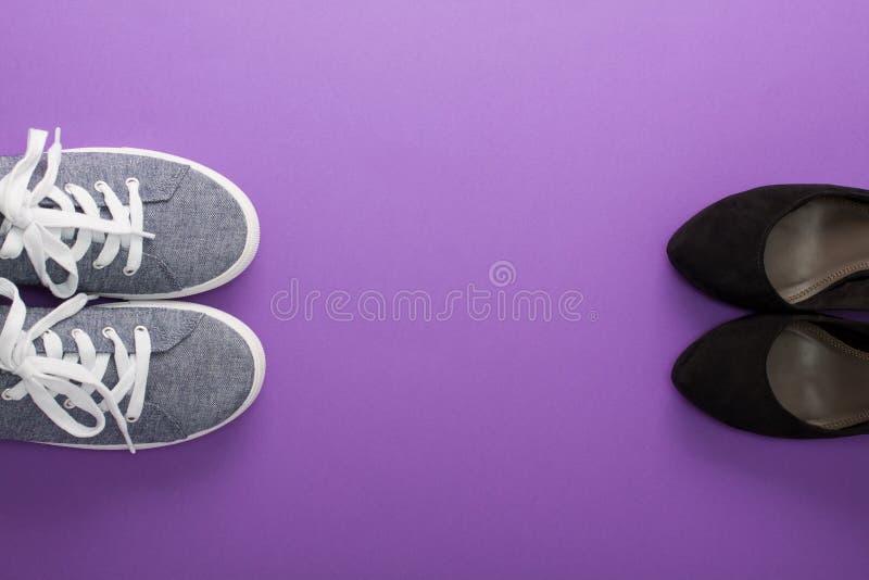 舒适运动鞋对高跟鞋时尚鞋子 免版税图库摄影