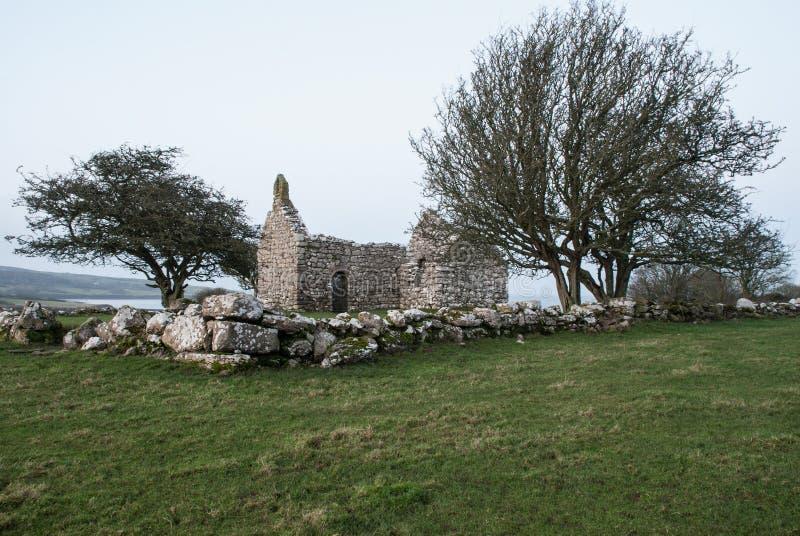 舒适,角度Lligwy教堂  免版税库存照片