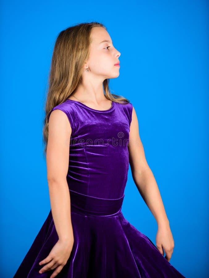 舞厅dancewear时尚概念 孩子舞蹈家满意对音乐会成套装备 舞厅舞的衣裳 的气球驾驶者 免版税图库摄影