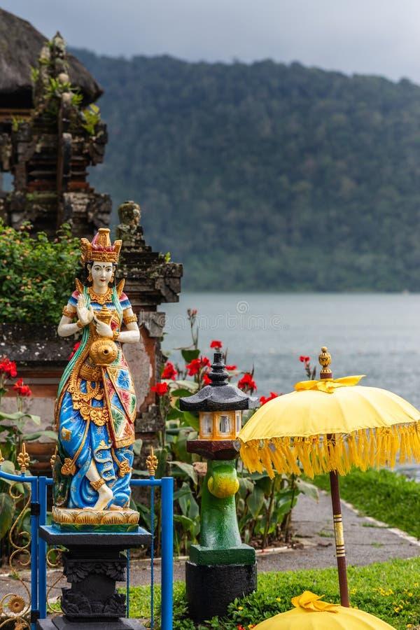 舞女肖象Ulun Danu Beratan寺庙复合体的,Bedoegoel,巴厘岛印度尼西亚 免版税库存图片