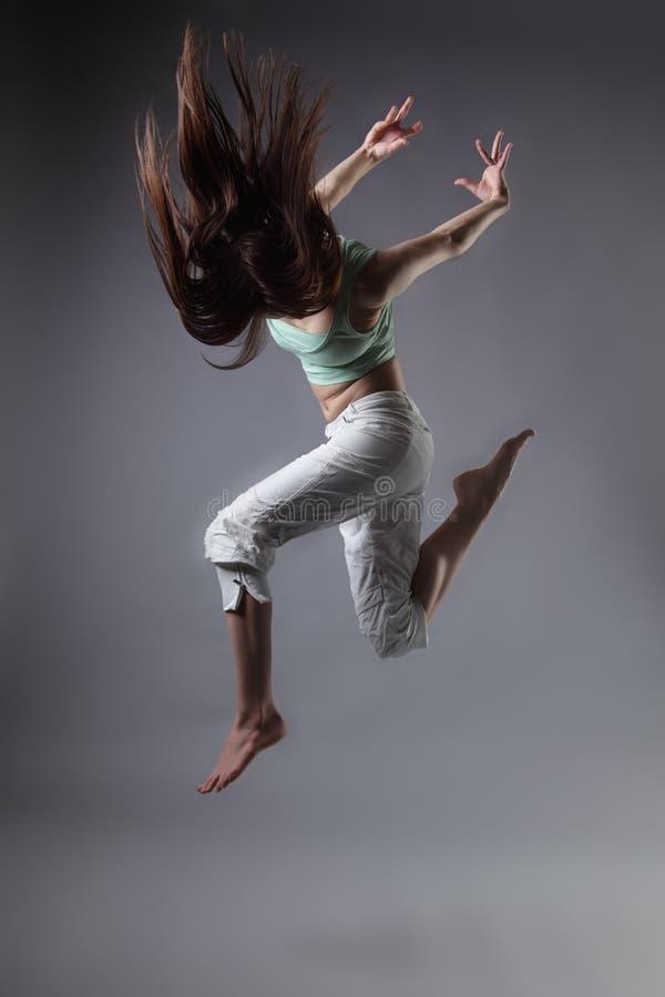 Download 舞蹈女孩 库存图片. 图片 包括有 上涨, 颜色, 成人, 臀部, 背包, 飞行, 喜悦, 愉快, 偶然 - 22354947