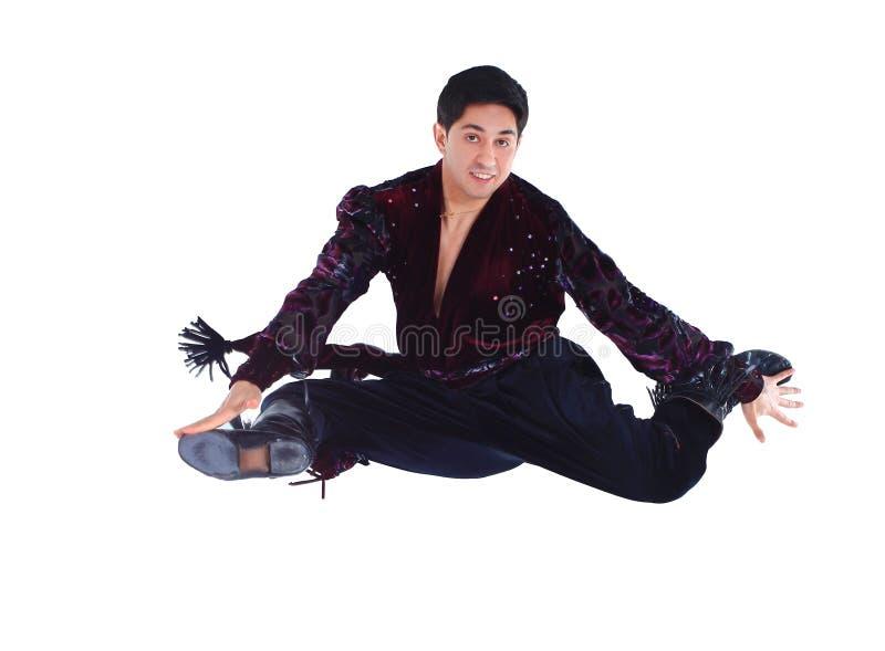 舞蹈家在一个吉普赛舞蹈独奏执行 跳跃的照片 库存图片