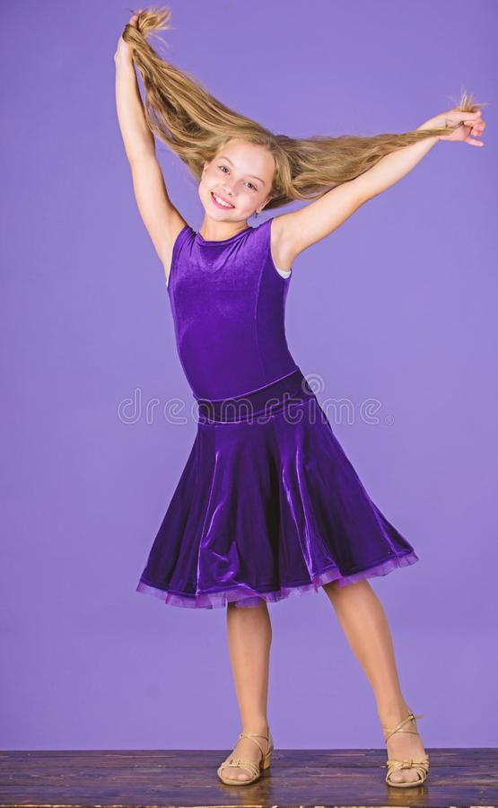 舞蹈家的发型 如何做孩子的整洁的发型 您需要的事知道关于舞厅舞发型 的气球驾驶者 免版税库存照片