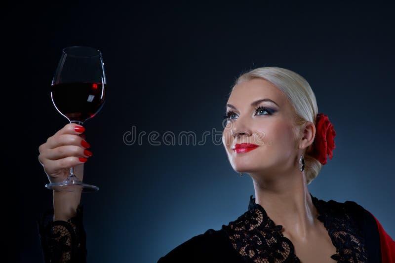 舞蹈演员佛拉明柯舞曲玻璃藏品酒 库存照片