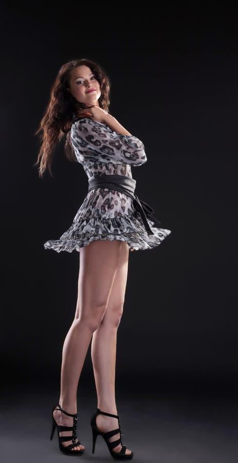 舞蹈黑暗的礼服短小妇女 库存图片