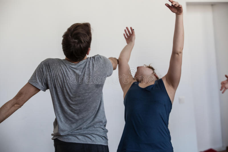舞蹈handdancers在果酱舞蹈家联络即兴创作 免版税库存图片