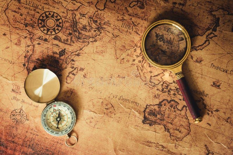 航海探索旅途计划 旅行目的地和远征计划假期旅行 关闭布局扩大化 免版税库存图片