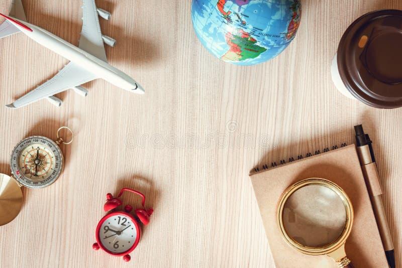 航海探索旅途计划 旅行目的地和远征计划假期旅行 顶视图布局扩大化 免版税库存图片