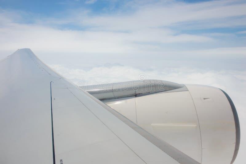 航空器视窗到喷气机引擎里 免版税库存图片
