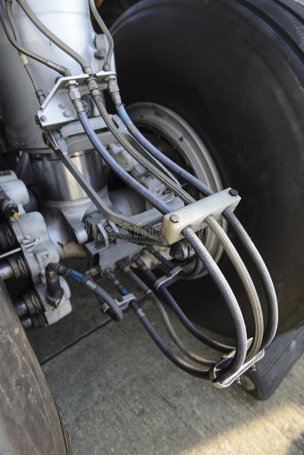 航空器轮子和闸在飞机的飞机脚架 免版税图库摄影