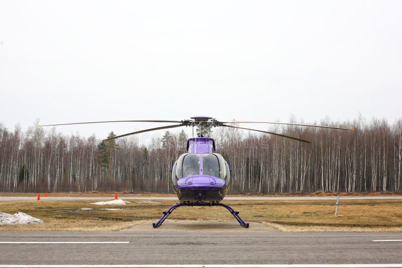 航空器-蓝色直升机正面图 免版税库存图片