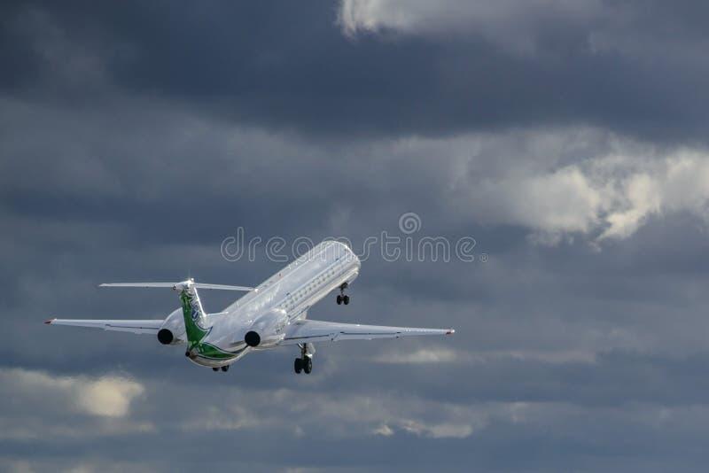 航空器巴西航空工业公司飞行 免版税图库摄影