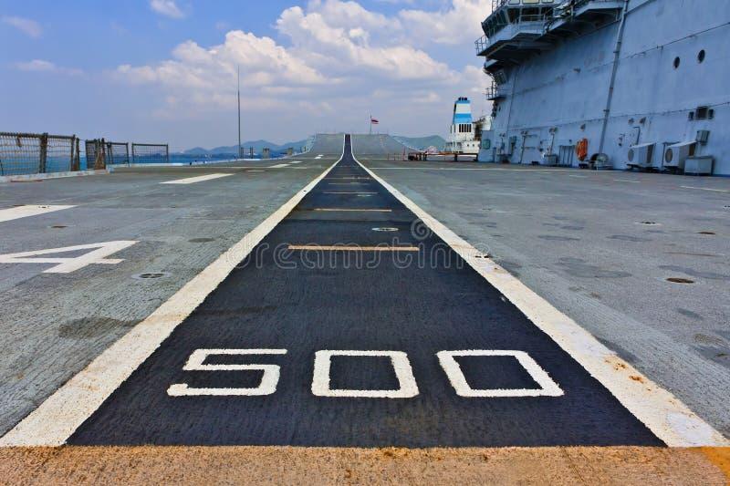 Download 航空母舰跑道 库存照片. 图片 包括有 机场, 战场, 军团, 跑道, 舰队, 海洋, 承运人, 密封, 战争 - 22357392