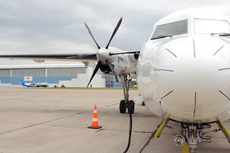 航空波儿地克的推进器飞机在里加机场 免版税库存图片