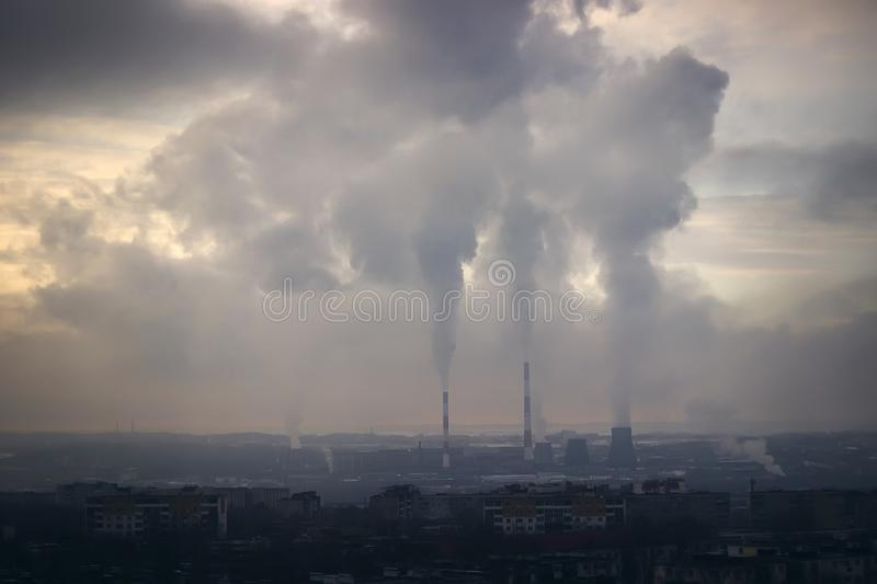 航空背景蓝色工厂污染 烟 生态灾变 免版税图库摄影