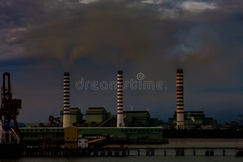 Download 航空背景蓝色工厂污染 编辑类照片. 图片 包括有 行业, 工厂, 聚会所, 海运, 烟雾, 日落, 文件 - 92835626