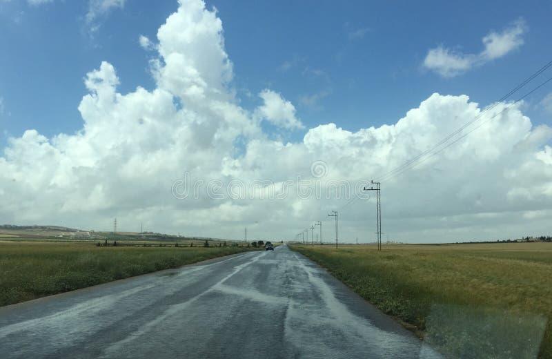 航空蓝色云彩国家(地区)开放全景路西西里岛天空 库存图片