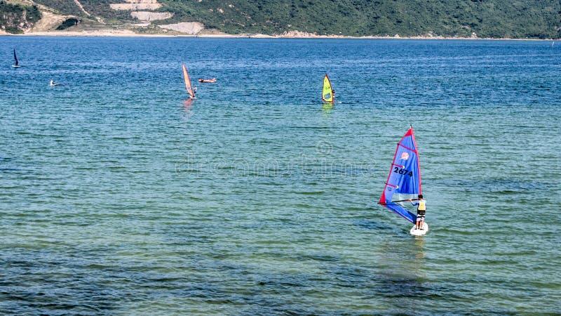 航行在海滩 免版税库存图片