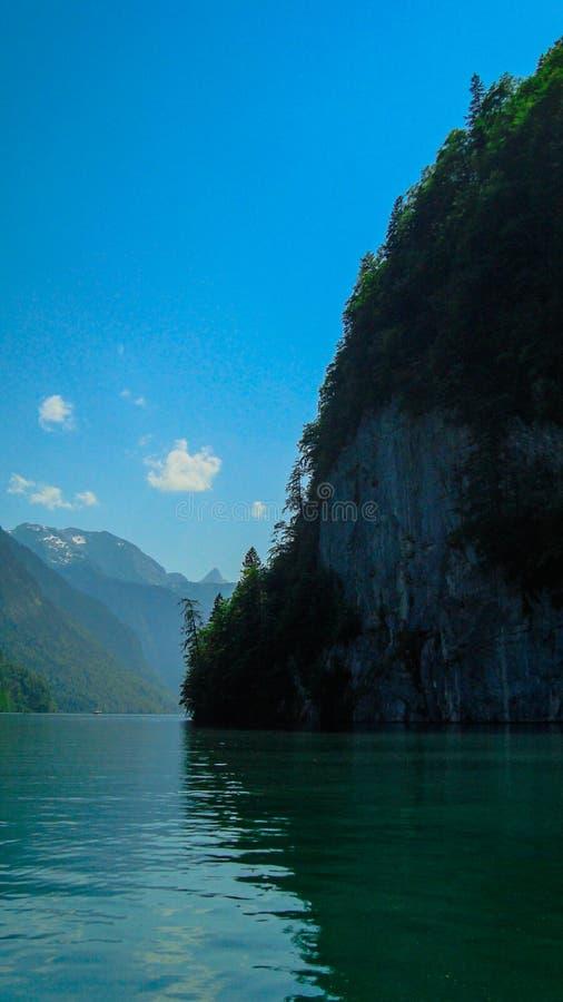 Download 航行在Koenigsee 8 库存图片. 图片 包括有 欧洲, 本质, 风帆, 德国, 组塑, 布琼布拉 - 62532781