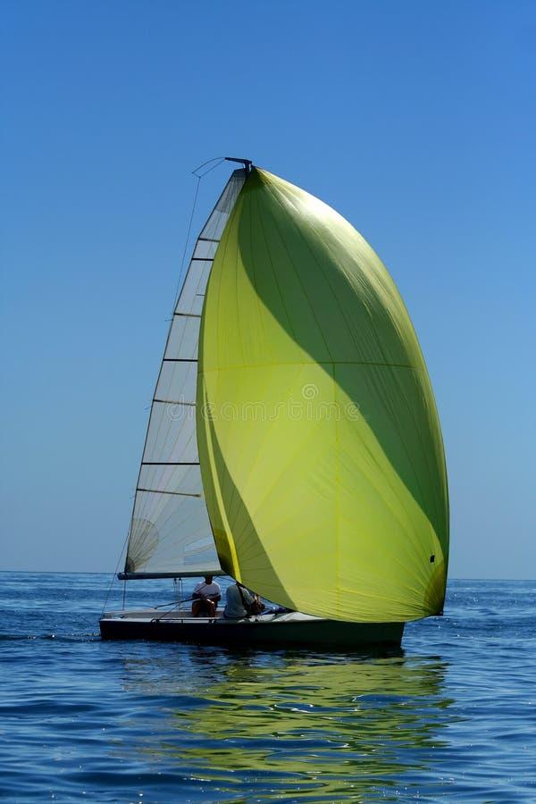 航行大三角帆风游艇 免版税库存照片
