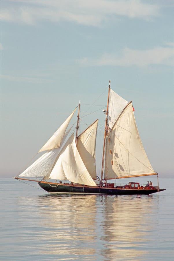 航行大篷车的20世纪在镇静水域中运送/小船 免版税图库摄影