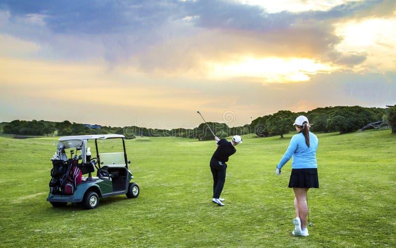 航路高尔夫球夫妇 免版税库存照片
