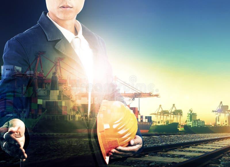 航运港和后勤运输的专业工人 免版税库存照片