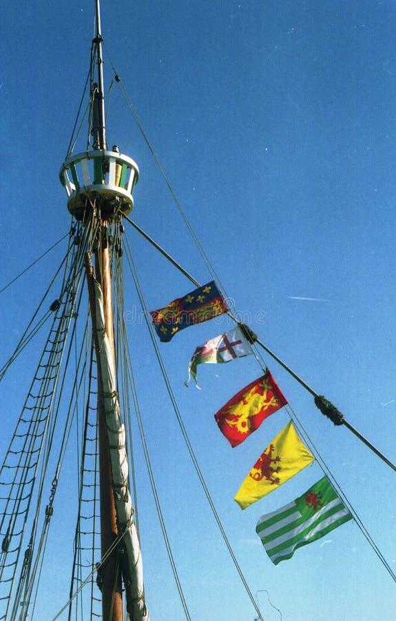 船上船桅与旗子 免版税库存图片