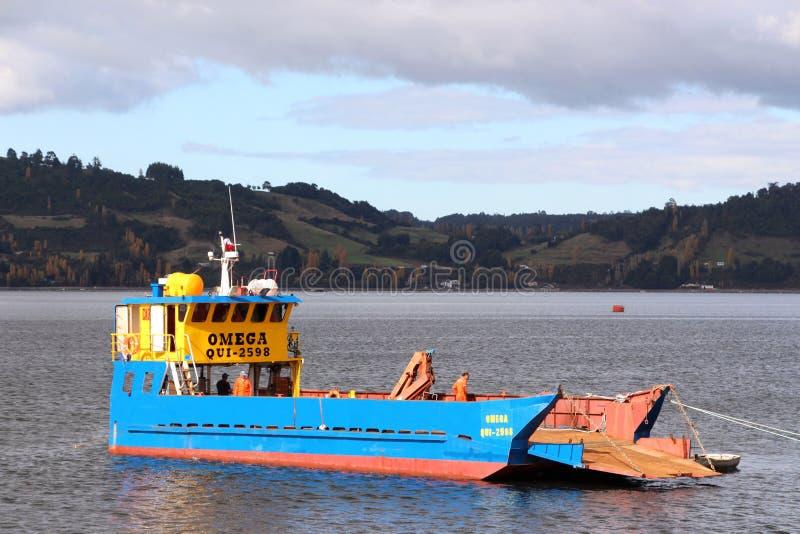 货船在卡斯特罗智利 免版税库存照片