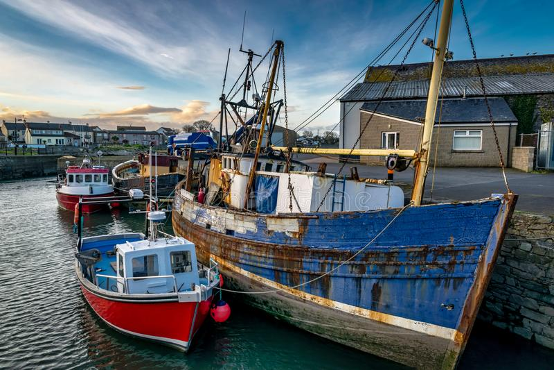 船在港口停泊了  免版税库存图片