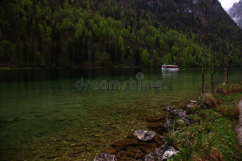 船在阿尔卑斯 库存照片