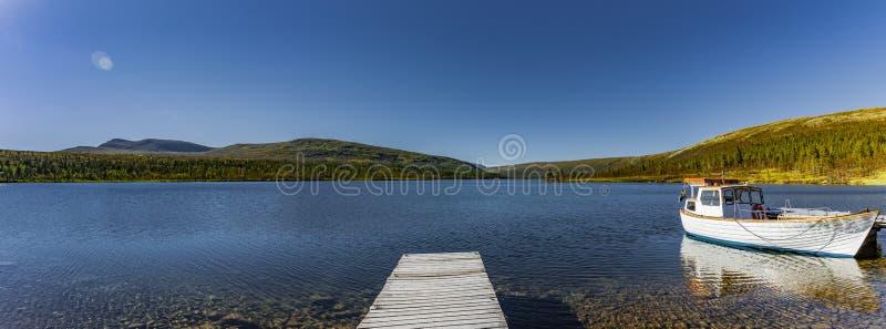 船坞和Boat湖罗根湖在瑞典 库存图片