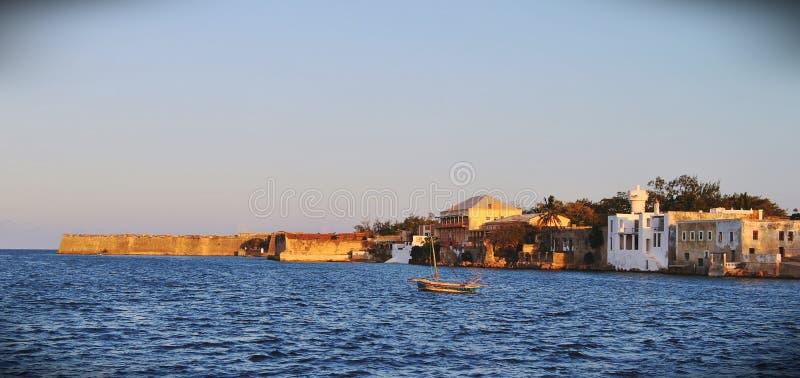 从船坞的一个看法在莫桑比克海岛上 库存照片