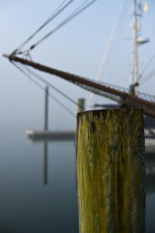 船弓有船坞打桩的 库存图片
