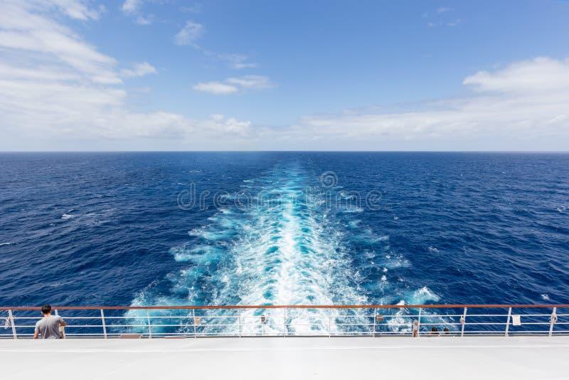 船抽象海视图醒来 免版税库存照片