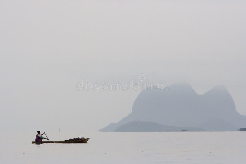 船民划船 免版税库存照片