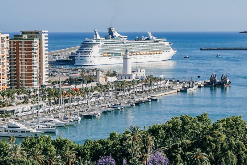 船看法在港口在马拉加,西班牙,欧洲 免版税图库摄影