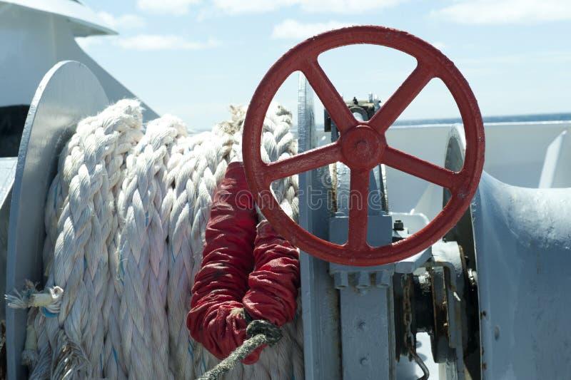 船舶绳索和翻土机 库存照片
