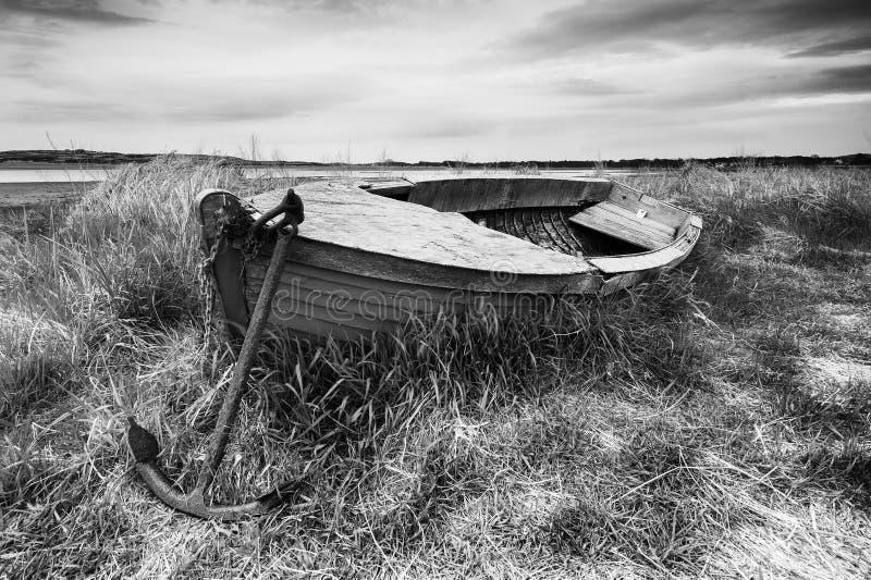 船锚和小船 免版税库存照片