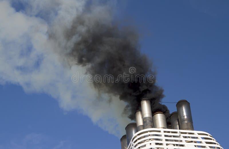 船集中散发烟 库存图片