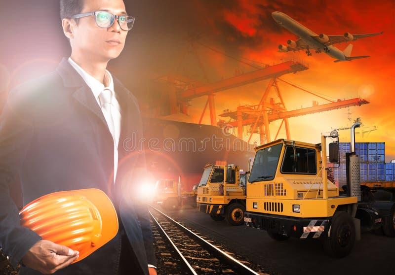 船围场和transprtation产业的工人 免版税图库摄影