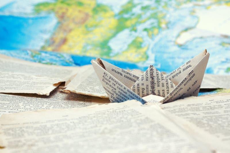 船` s旅途到书港口和词里世界  免版税库存图片