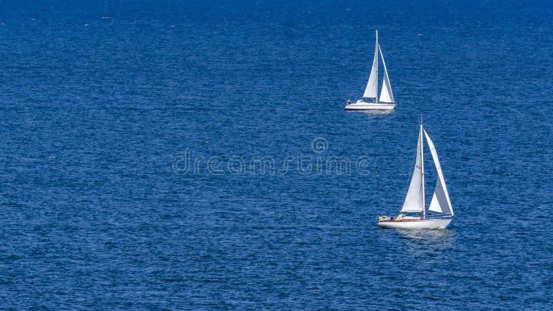 2艘船航行 图库摄影