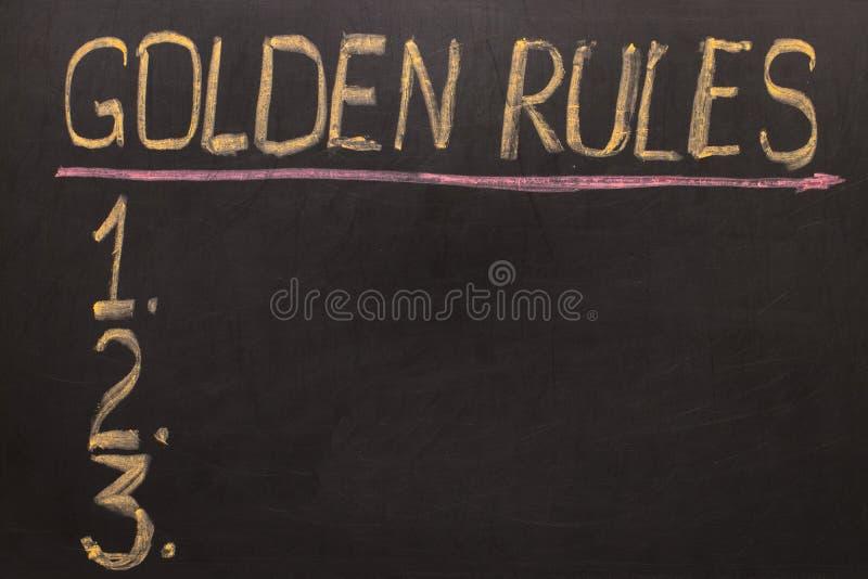 良好行为准则-在有白垩的黑板 库存图片