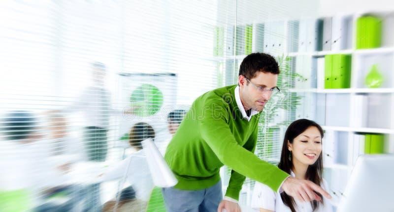绿色业务会议激发灵感队概念 免版税库存照片