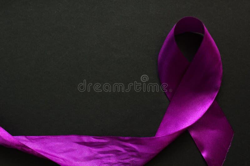 紫色丝带 库存图片