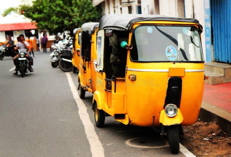 黄色人力车, tuk tuk在印度 免版税库存照片