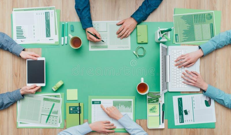 绿色企业队 库存照片